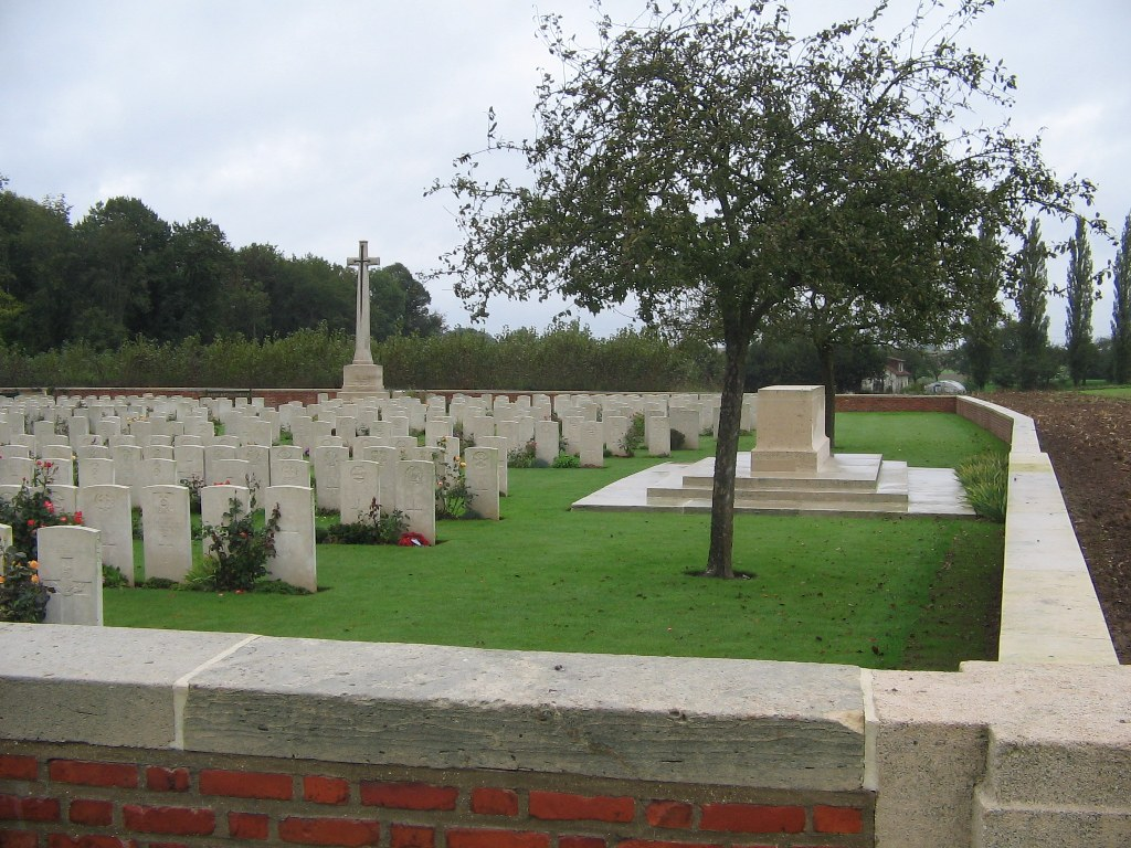 MAILLY WOOD CEMETERY, MAILLY-MAILLET - CWGC