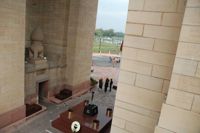 DELHI MEMORIAL (INDIA GATE) - CWGC
