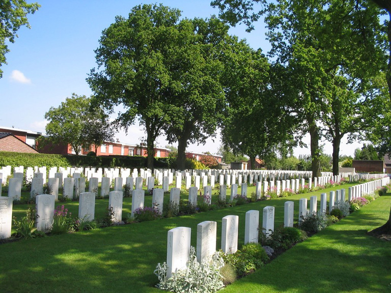 POPERINGHE NEW MILITARY CEMETERY - CWGC