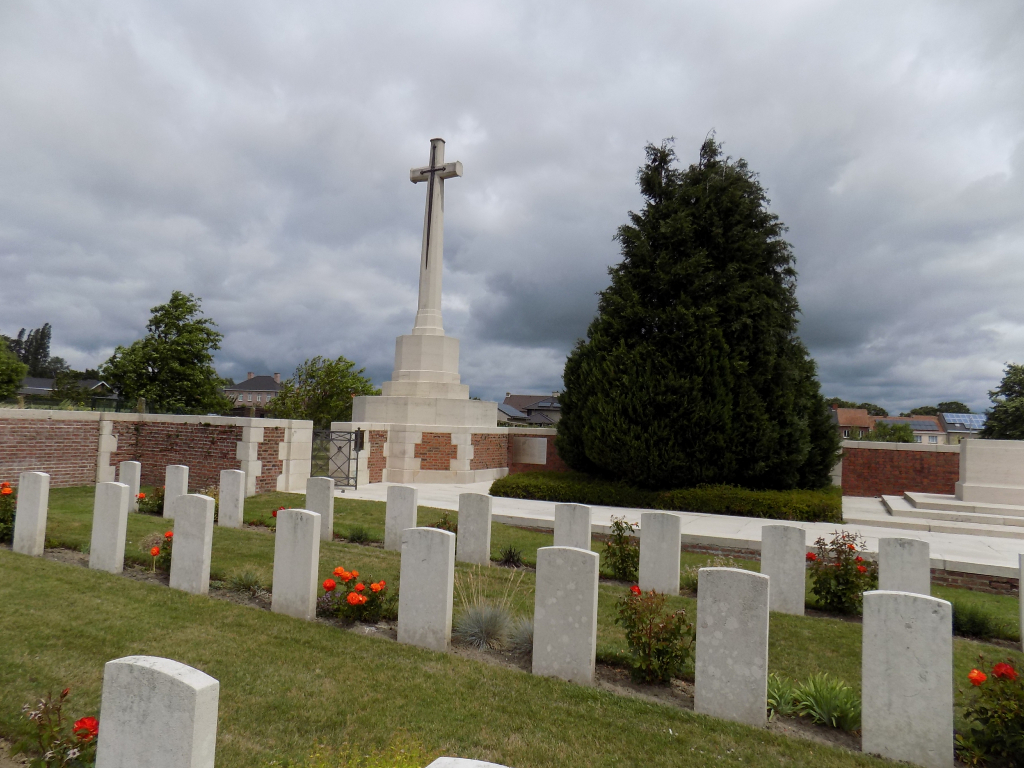 RENINGHELST NEW MILITARY CEMETERY - CWGC