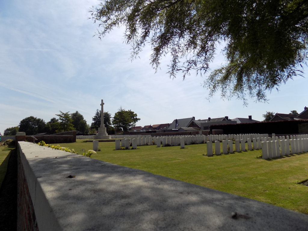 POTIJZE CHATEAU LAWN CEMETERY - CWGC