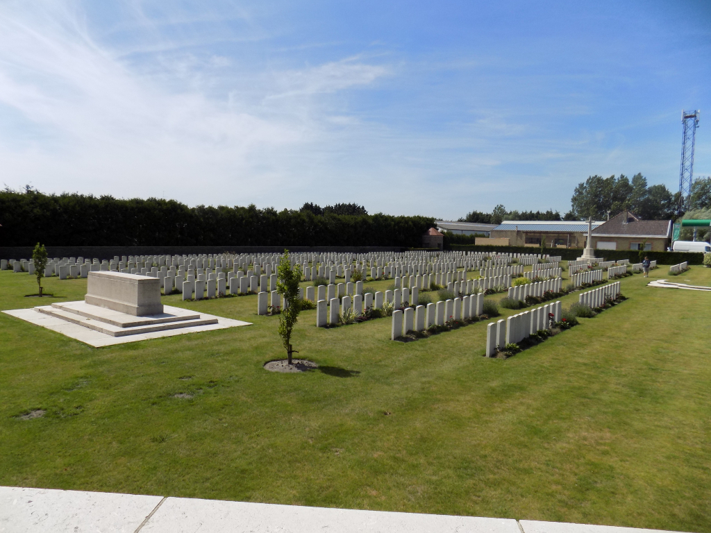 RAMSCAPPELLE ROAD MILITARY CEMETERY - CWGC