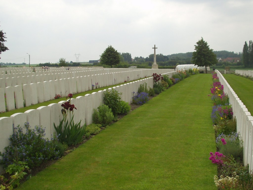 CHOCQUES MILITARY CEMETERY - CWGC