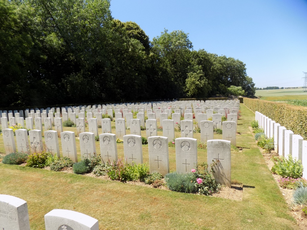 BUCQUOY ROAD CEMETERY, FICHEUX - CWGC