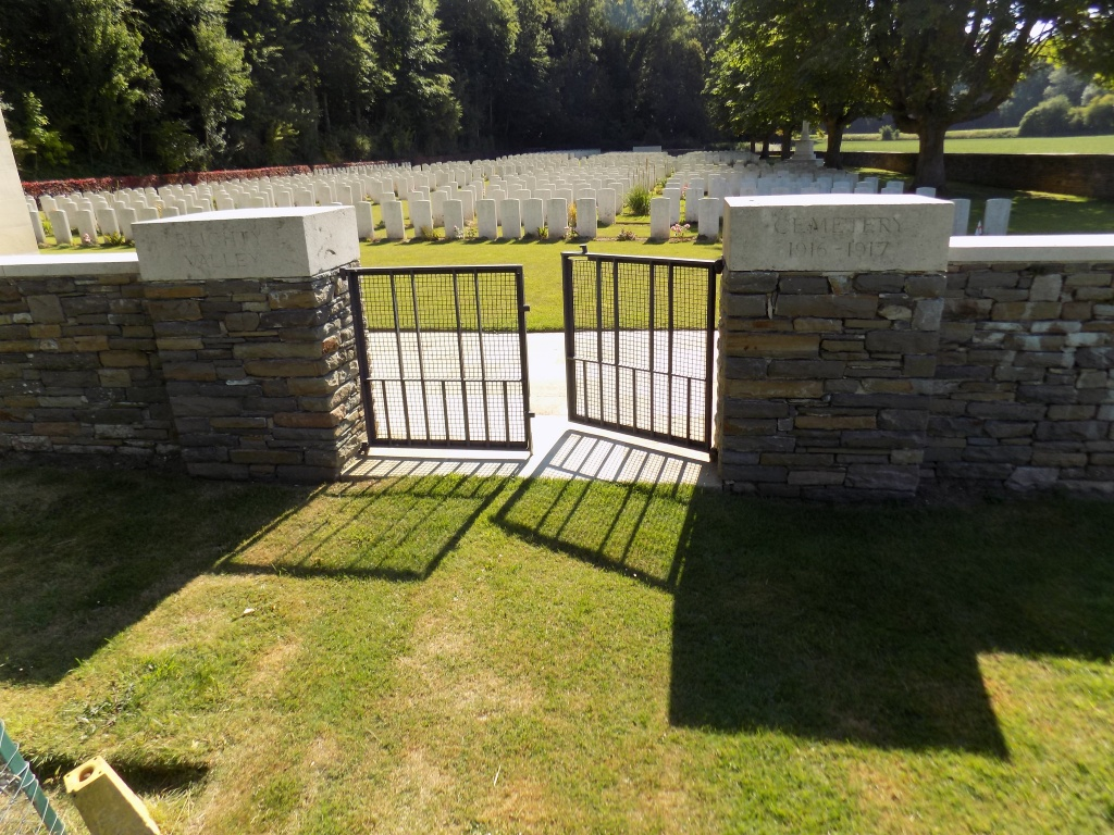 BLIGHTY VALLEY CEMETERY, AUTHUILLE WOOD - CWGC