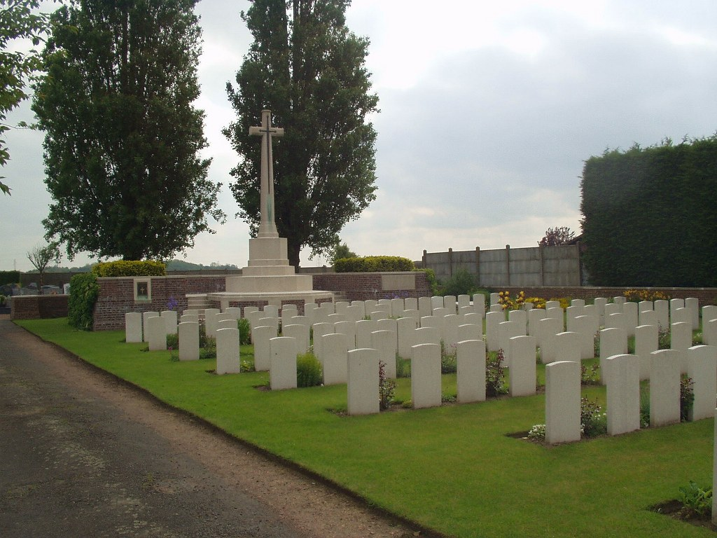 SAILLY-LABOURSE COMMUNAL CEMETERY EXTENSION - CWGC