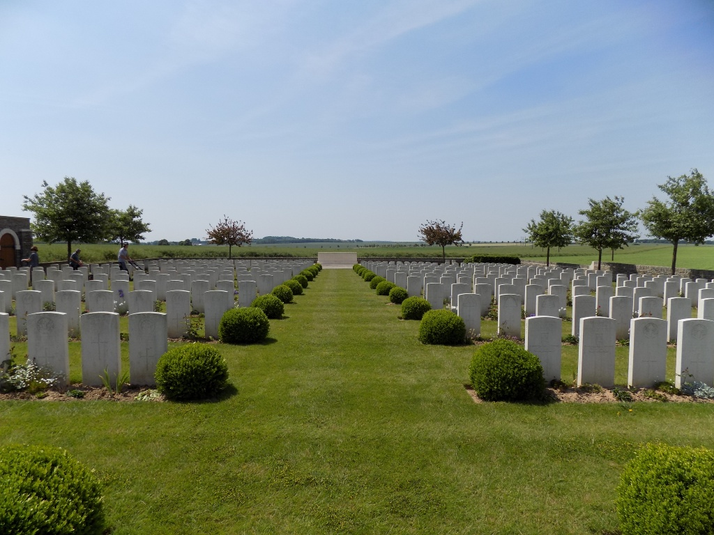 ROCLINCOURT VALLEY CEMETERY - CWGC