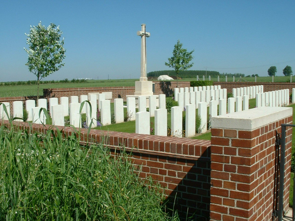 AVESNES-LE-SEC COMMUNAL CEMETERY EXTENSION - CWGC