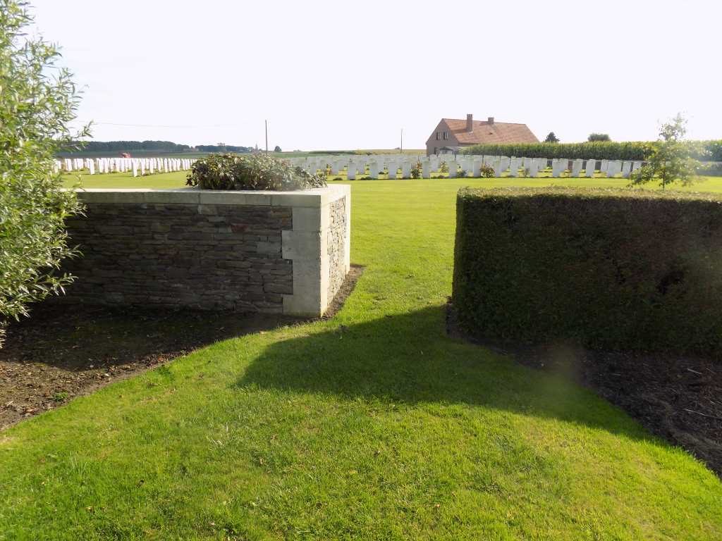 ST. QUENTIN CABARET MILITARY CEMETERY - CWGC