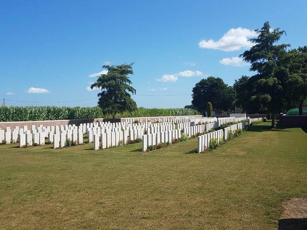 POTIJZE CHATEAU GROUNDS CEMETERY - CWGC