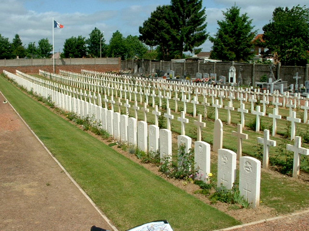 BULLY-GRENAY COMMUNAL CEMETERY, FRENCH EXTENSION - CWGC