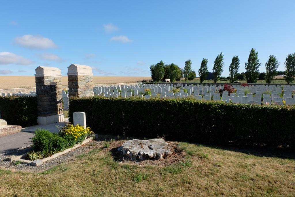 BOUZINCOURT COMMUNAL CEMETERY EXTENSION - CWGC
