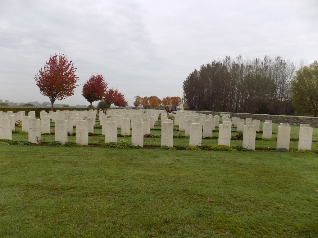 TROIS ARBRES CEMETERY, STEENWERCK - CWGC