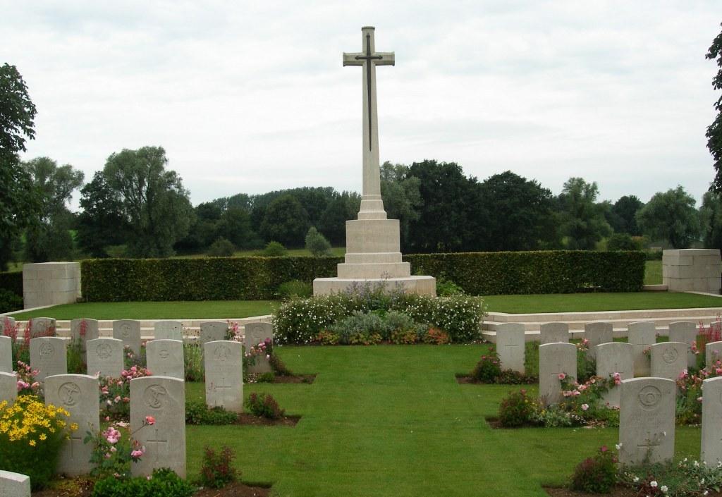 FIFTEEN RAVINE BRITISH CEMETERY, VILLERS-PLOUICH - CWGC