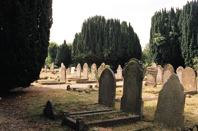 BARNET (CHRIST CHURCH) BURIAL GROUND - CWGC