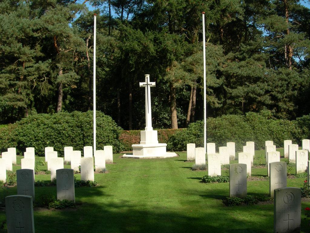 VALKENSWAARD WAR CEMETERY - CWGC
