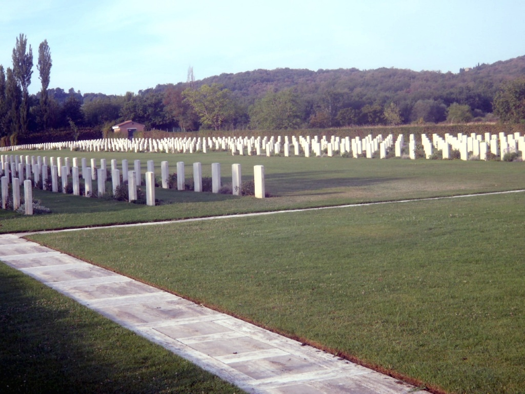 AREZZO WAR CEMETERY - CWGC