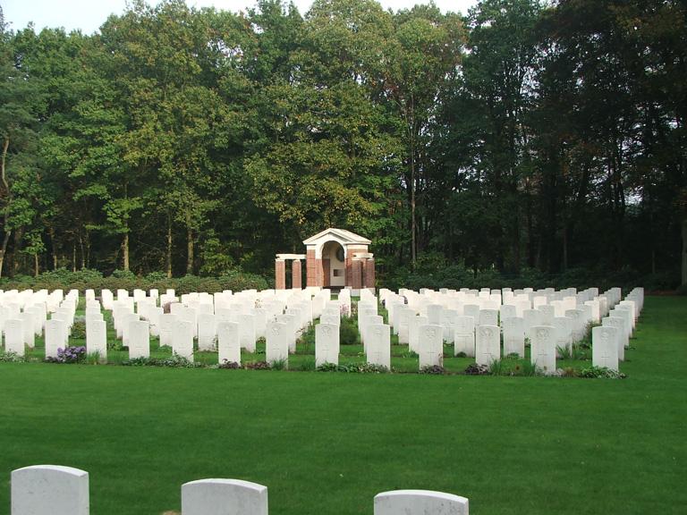 LEOPOLDSBURG WAR CEMETERY - CWGC