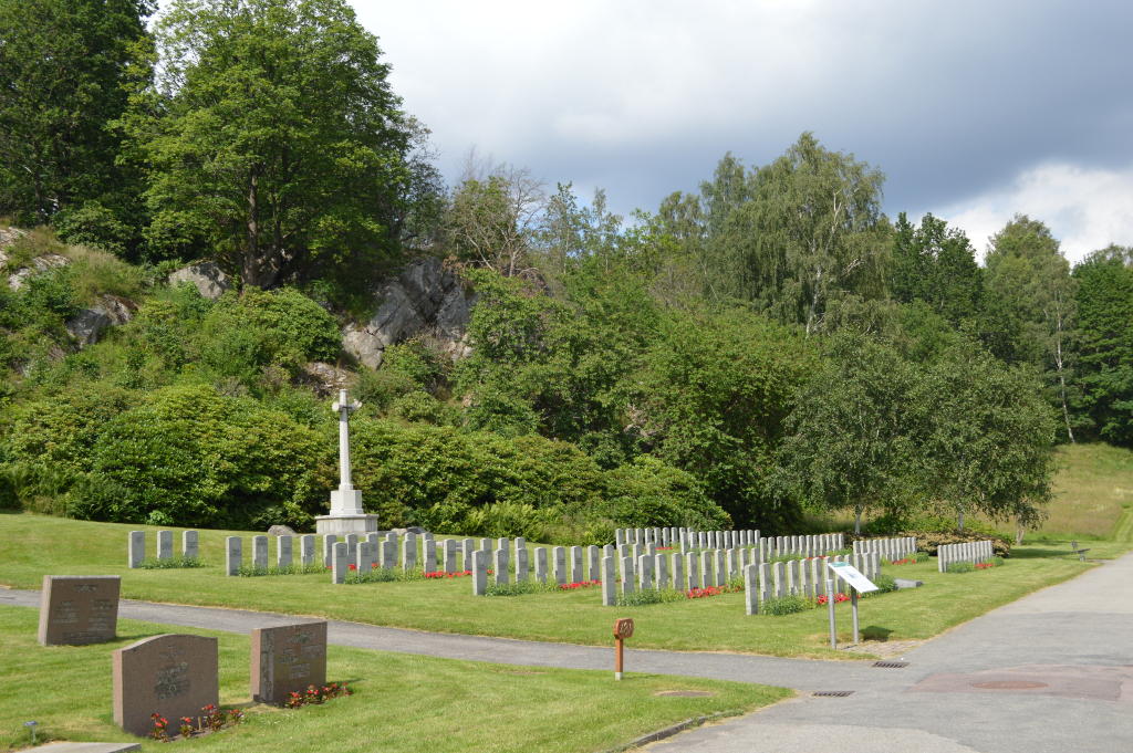 KVIBERG CEMETERY - CWGC