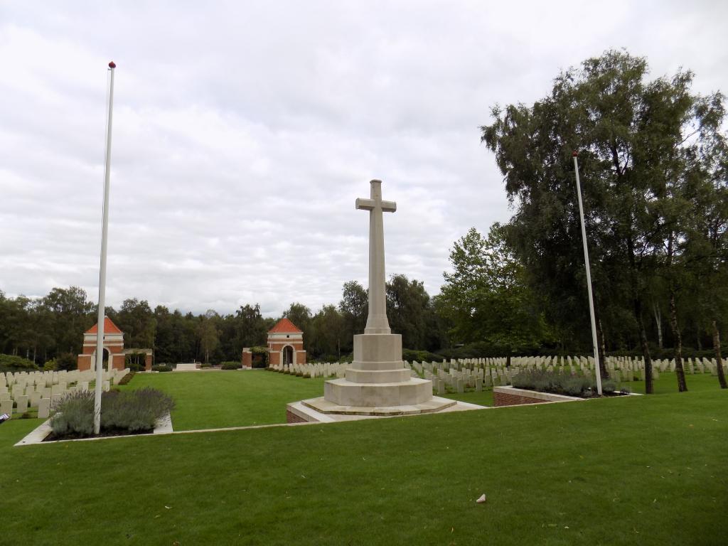 HOLTEN CANADIAN WAR CEMETERY - CWGC