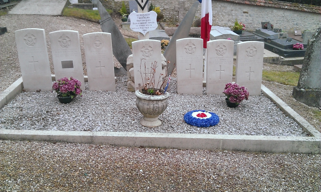 COURGENT COMMUNAL CEMETERY - CWGC