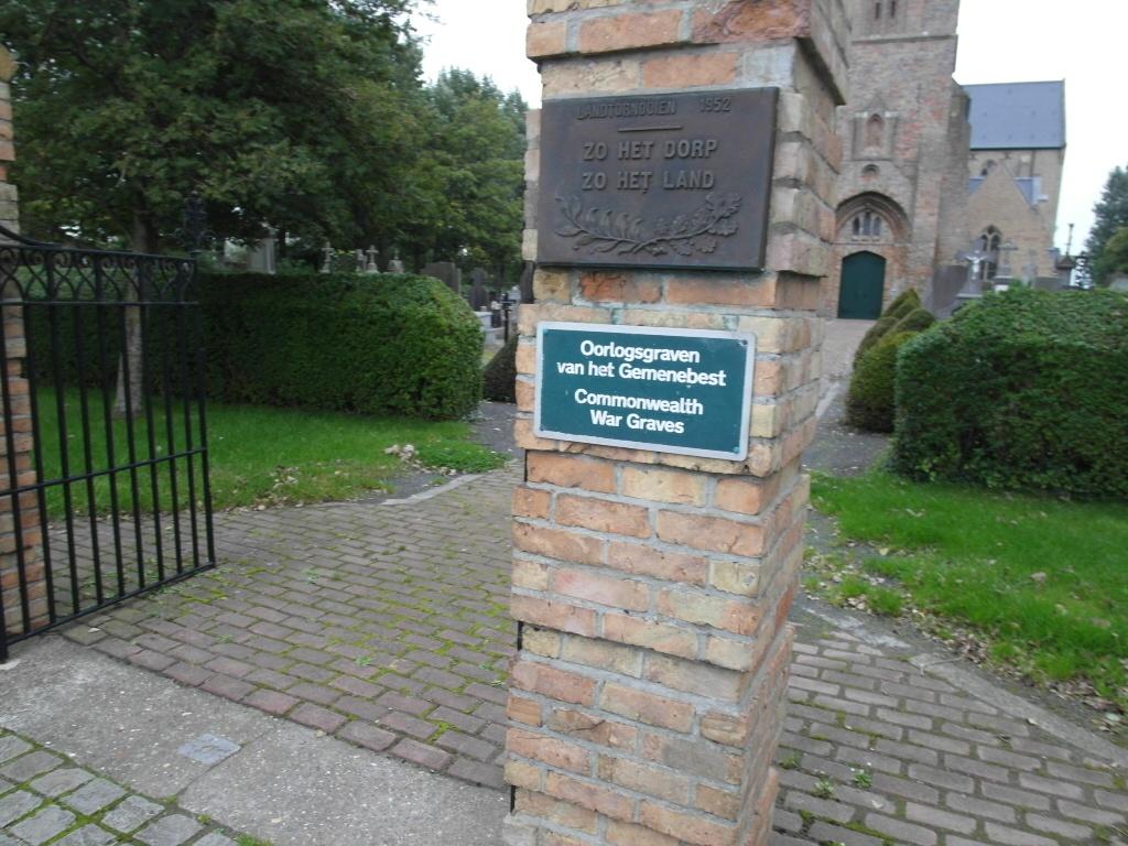 WULPEN CHURCHYARD - CWGC