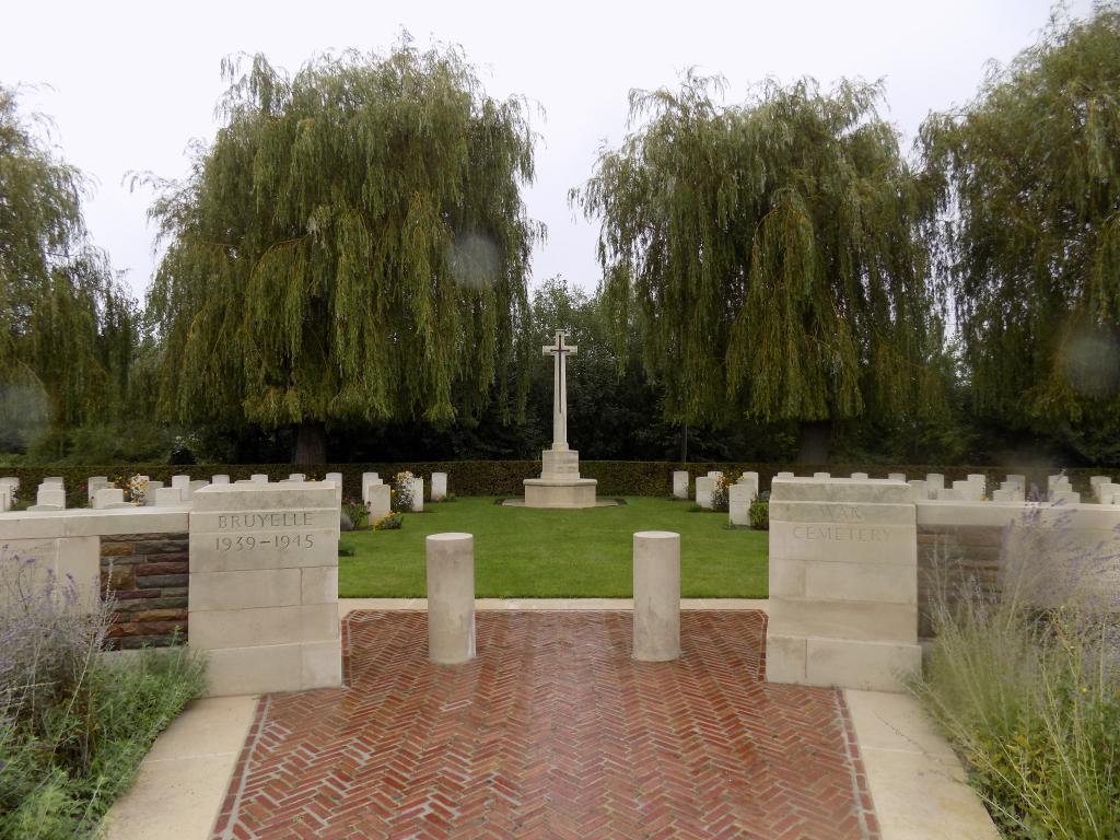 BRUYELLE WAR CEMETERY - CWGC