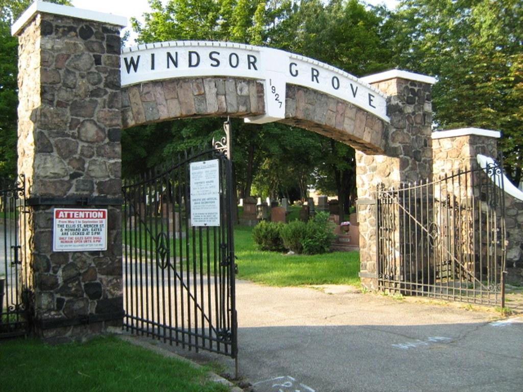 WINDSOR (GROVE) CEMETERY - CWGC