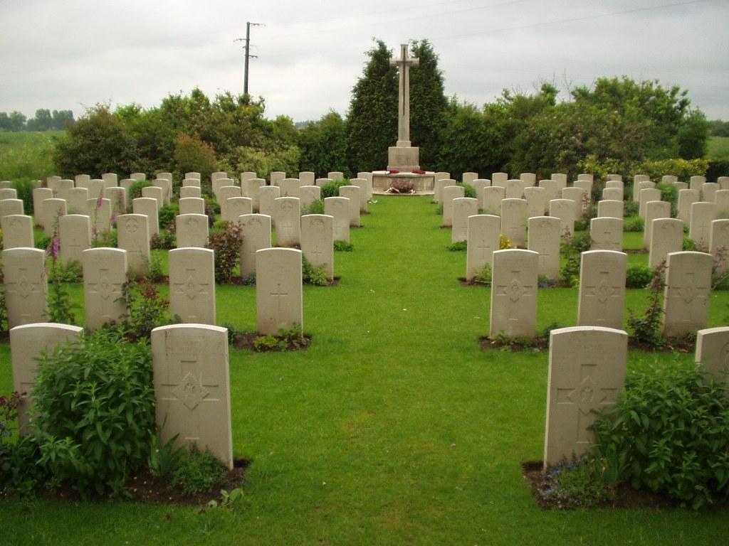LE PARADIS WAR CEMETERY, LESTREM - CWGC