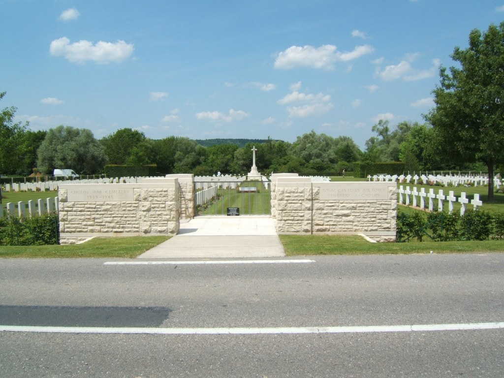 CHOLOY WAR CEMETERY - CWGC