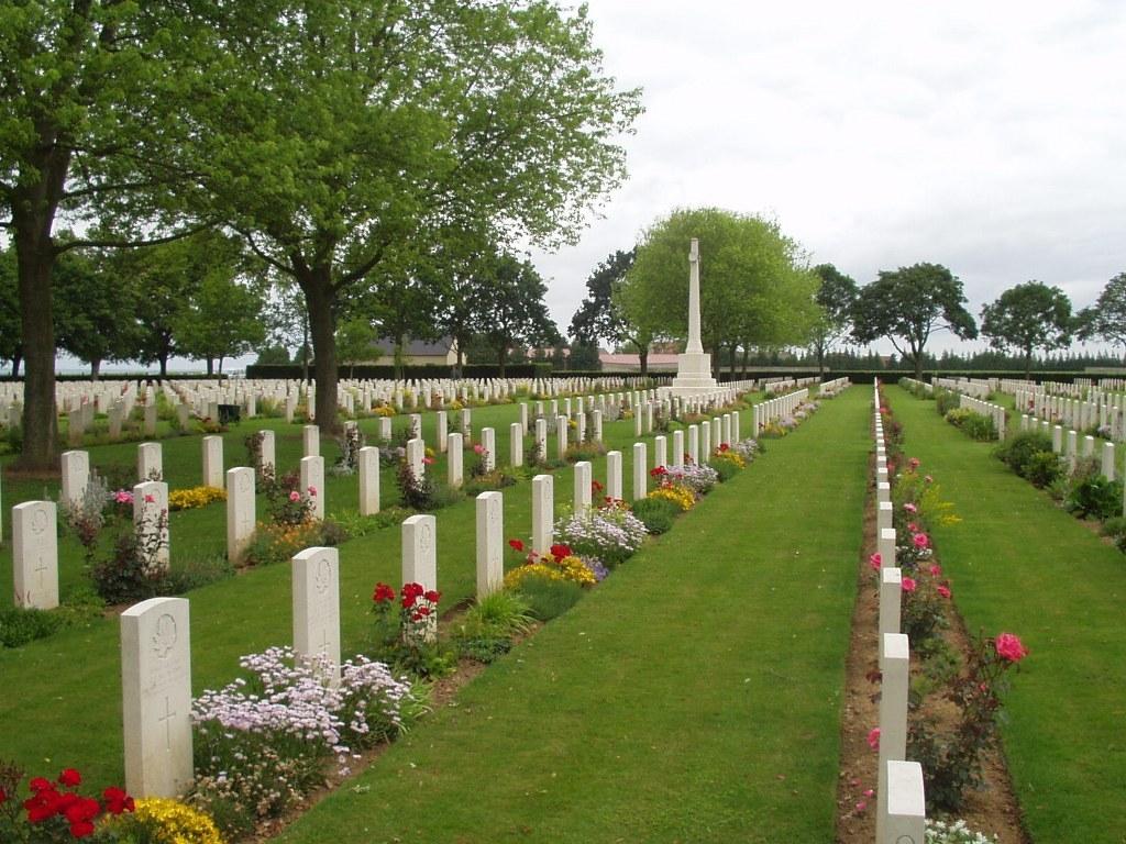 BRETTEVILLE-SUR-LAIZE CANADIAN WAR CEMETERY - CWGC