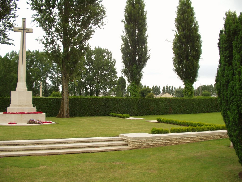 LA DELIVRANDE WAR CEMETERY, DOUVRES - CWGC