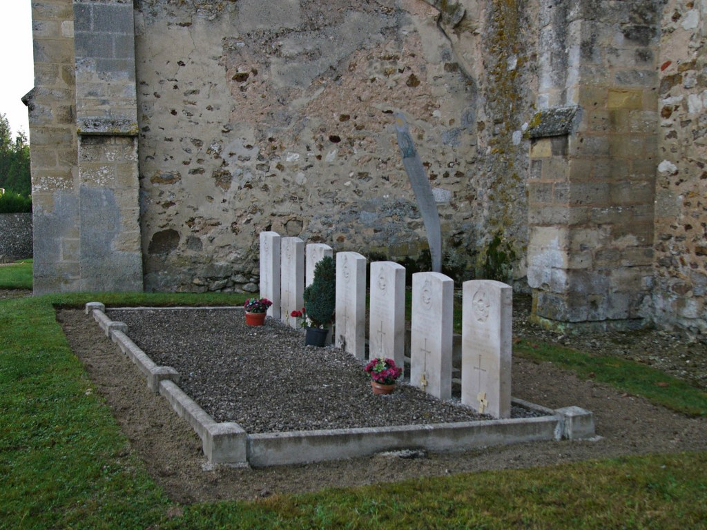 SEPT-SAULX CHURCHYARD - CWGC