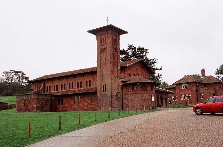 TOTLAND (ST. SAVIOUR) ROMAN CATHOLIC CHURCHYARD - CWGC