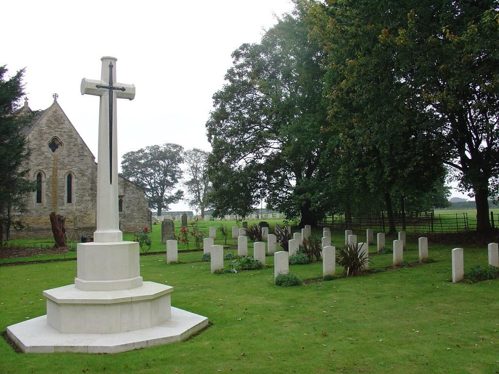 SCAMPTON (ST. JOHN THE BAPTIST) CHURCHYARD - CWGC