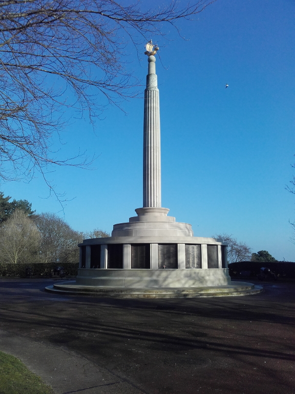 LOWESTOFT NAVAL MEMORIAL - CWGC