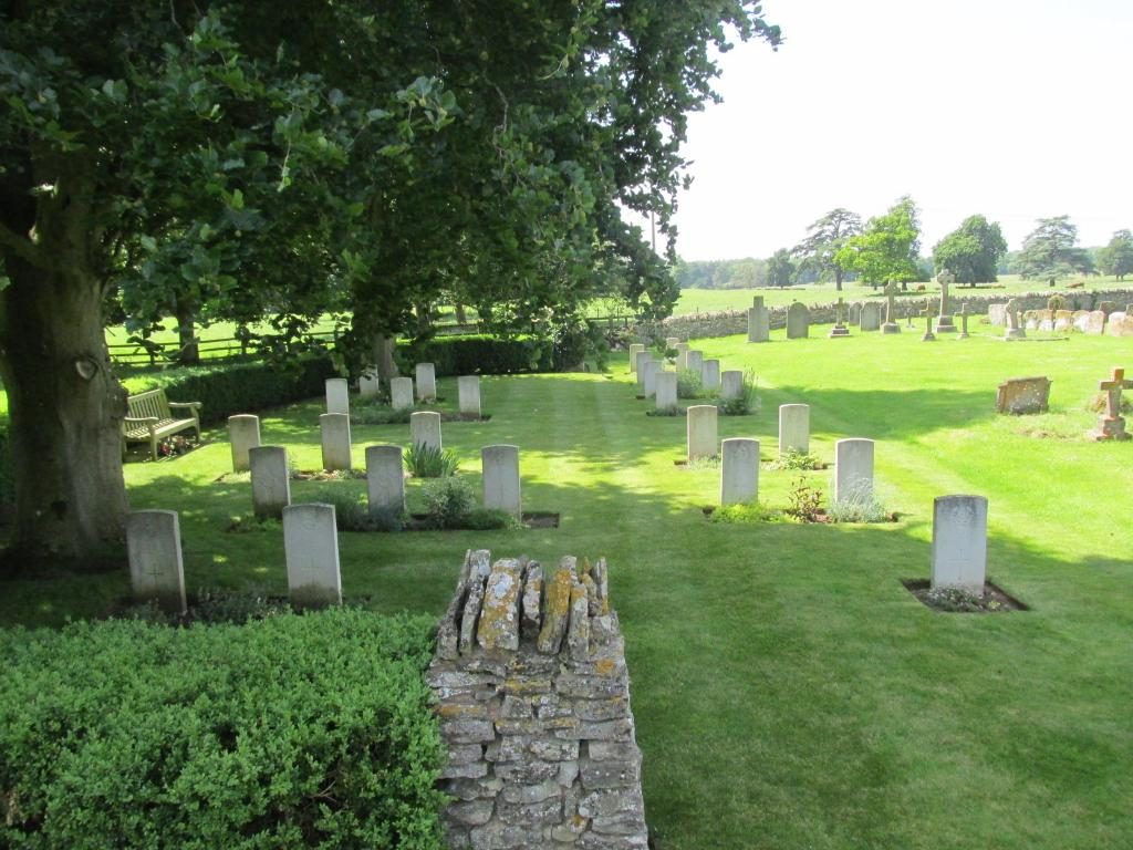 MIDDLETON STONEY (ALL SAINTS) CHURCHYARD - CWGC