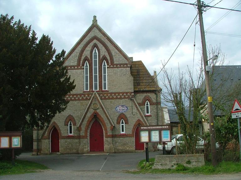 TIPTREE UNITED REFORMED CHURCHYARD - CWGC