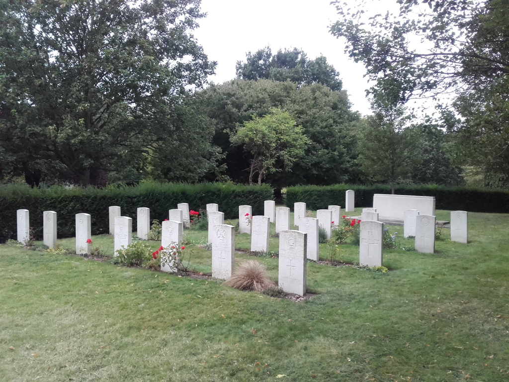 FULHAM PALACE ROAD CEMETERY - CWGC