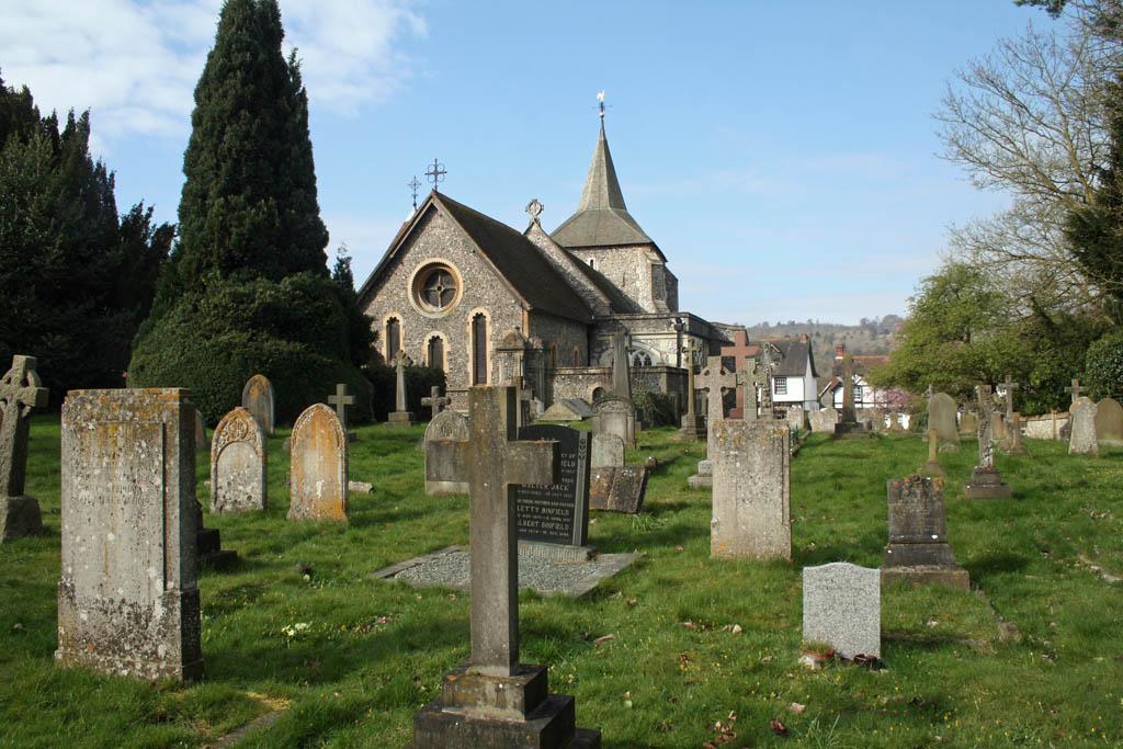 MICKLEHAM (ST. MICHAEL AND ALL ANGELS) CHURCHYARD - CWGC