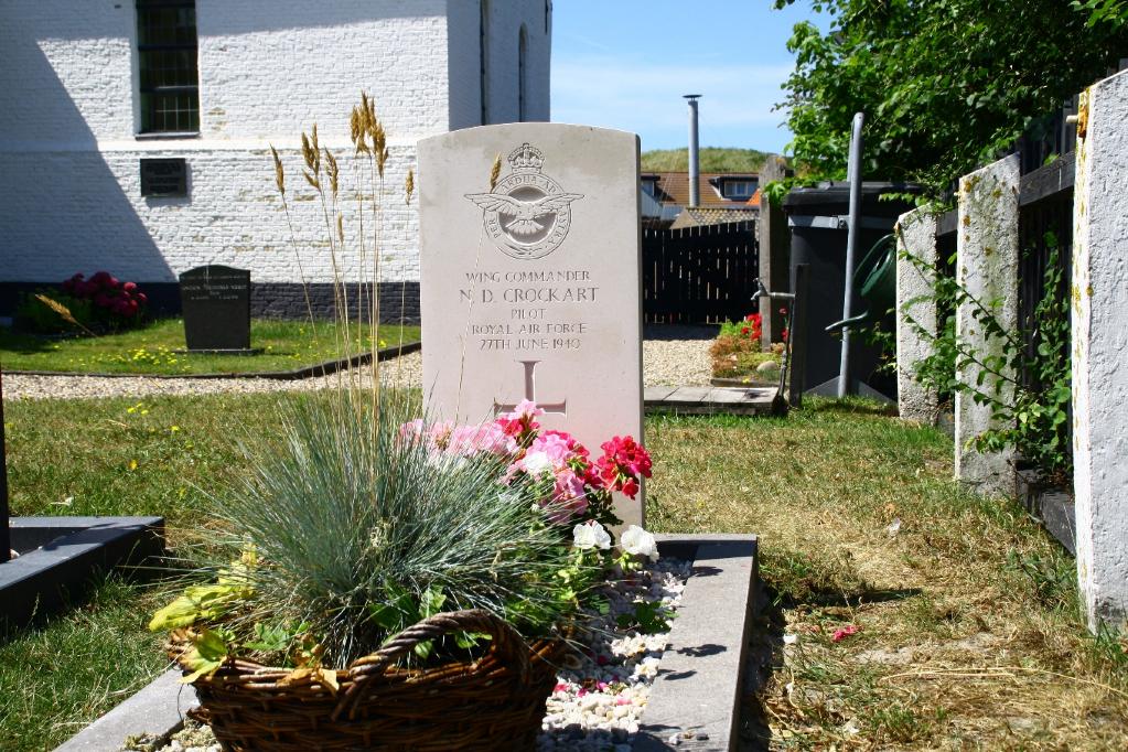 CALLANTSOOG CHURCHYARD - CWGC