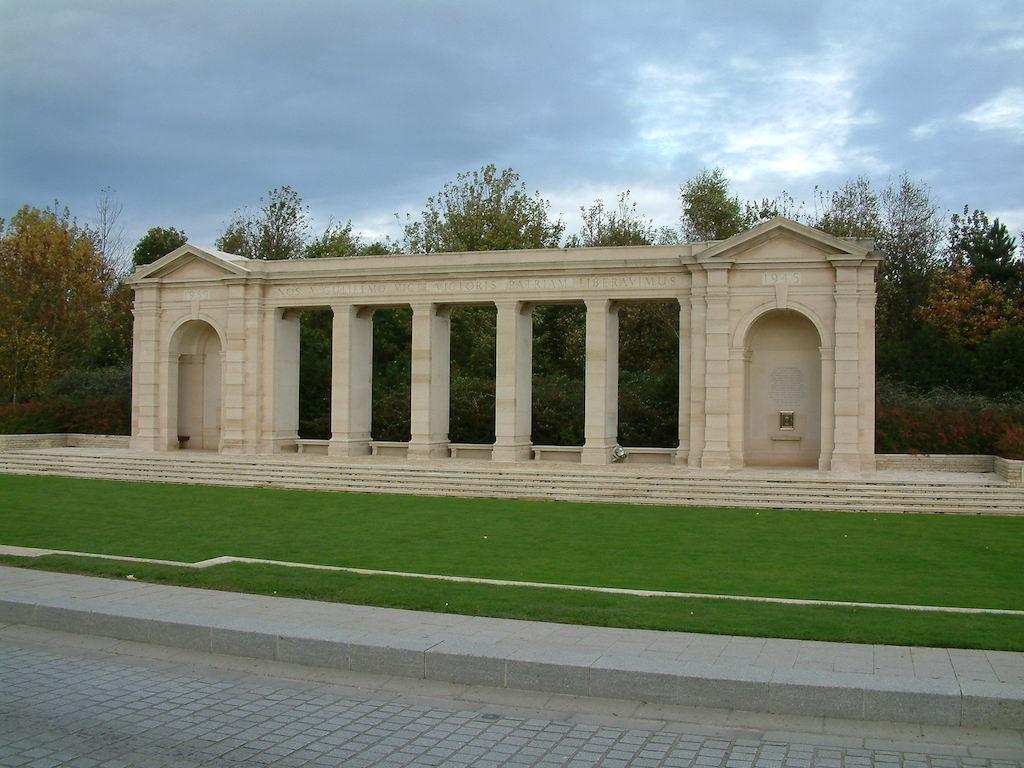 BAYEUX MEMORIAL - CWGC