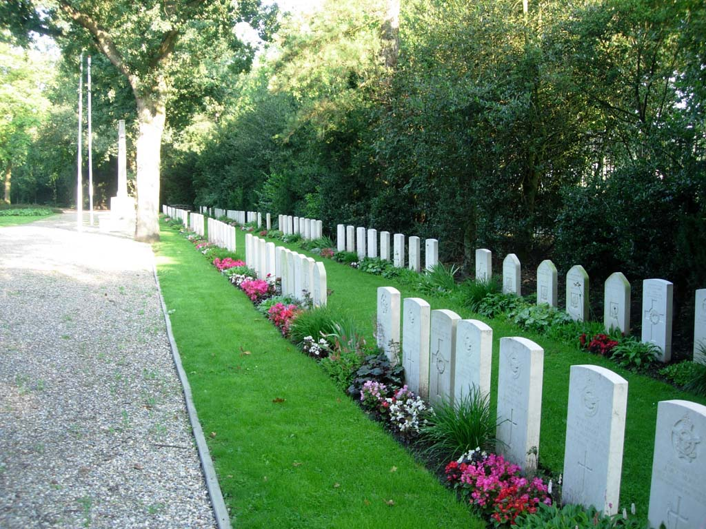 HOOK OF HOLLAND GENERAL CEMETERY - CWGC