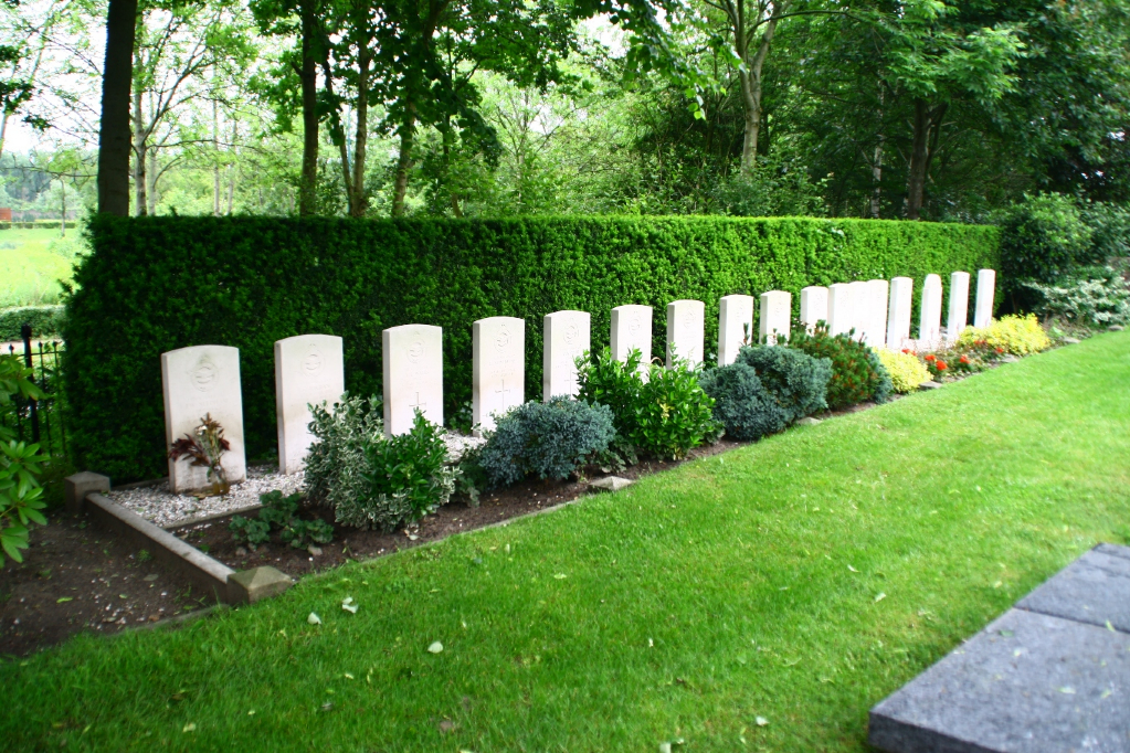 OEGSTGEEST PROTESTANT CHURCHYARD - CWGC