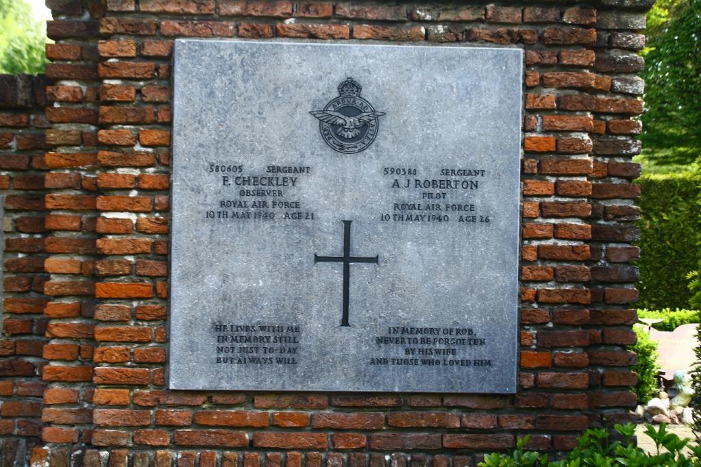 VOORBURG EASTERN GENERAL CEMETERY - CWGC
