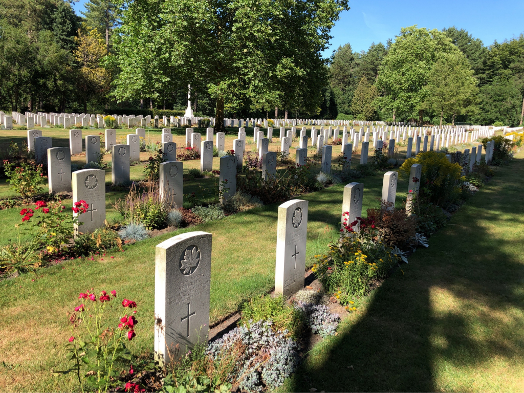 BERGEN-OP-ZOOM CANADIAN WAR CEMETERY - CWGC