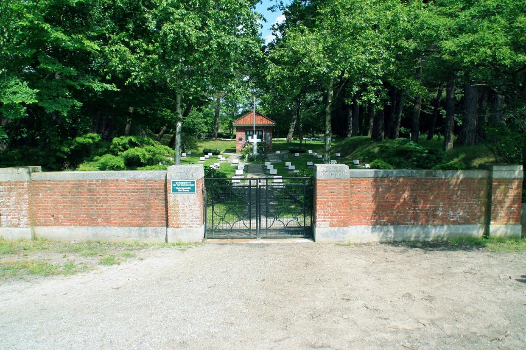 SCHIERMONNIKOOG (VREDENHOF) CEMETERY - CWGC