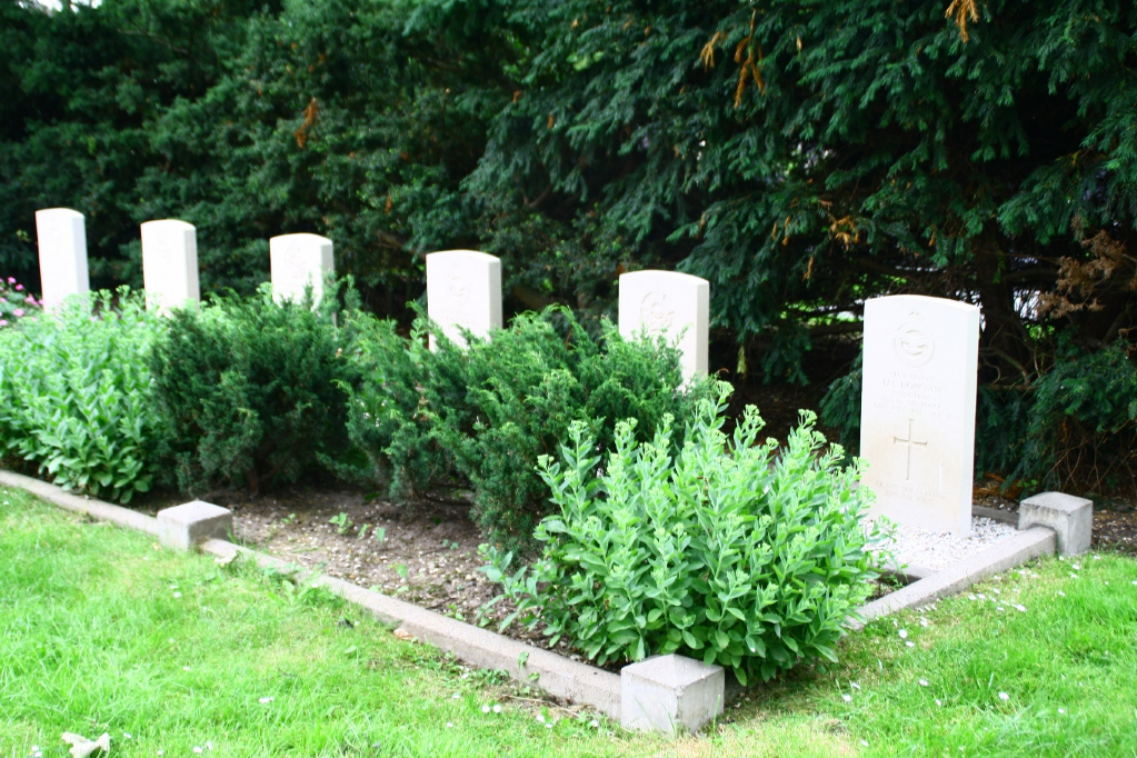 WORKUM (SPOORDYK) GENERAL CEMETERY - CWGC