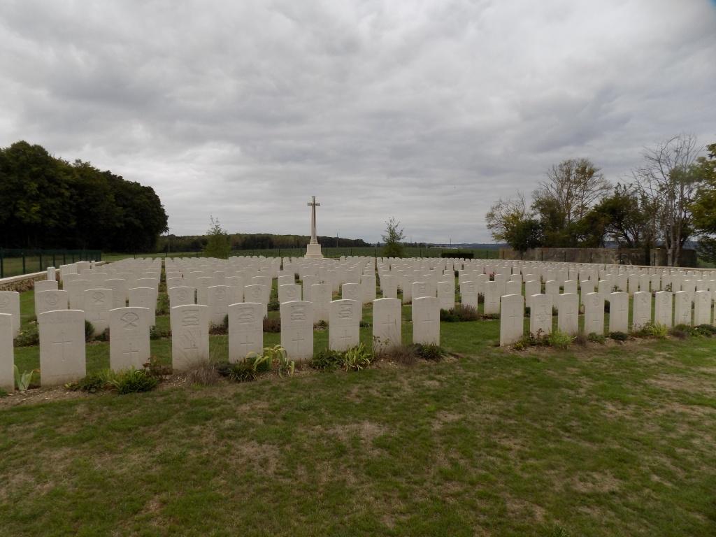 LA VILLE-AUX-BOIS BRITISH CEMETERY - CWGC