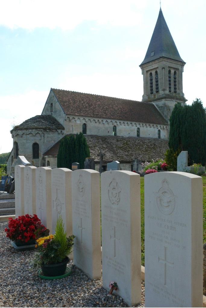 MONTCHALONS CHURCHYARD - CWGC